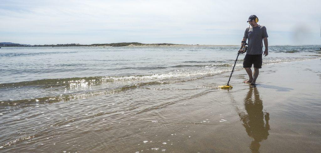 Detección metálica en arena húmeda
